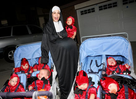 Octomom-nadya-suleman-halloween-costume-pregnant-nun-with-eight-little-devils