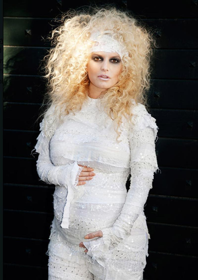 Pregnant-halloween-costume-mummy-jessica-simpson